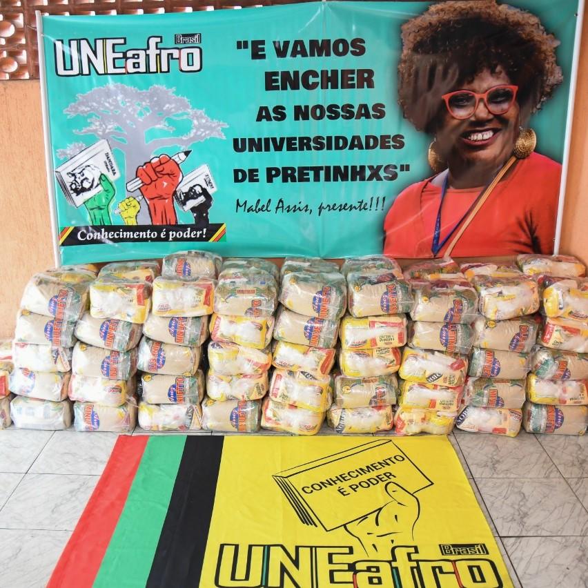 Sefras apoia a distribuição de 1.200 cestas pela Uneafro em periferias de SP E RJ
